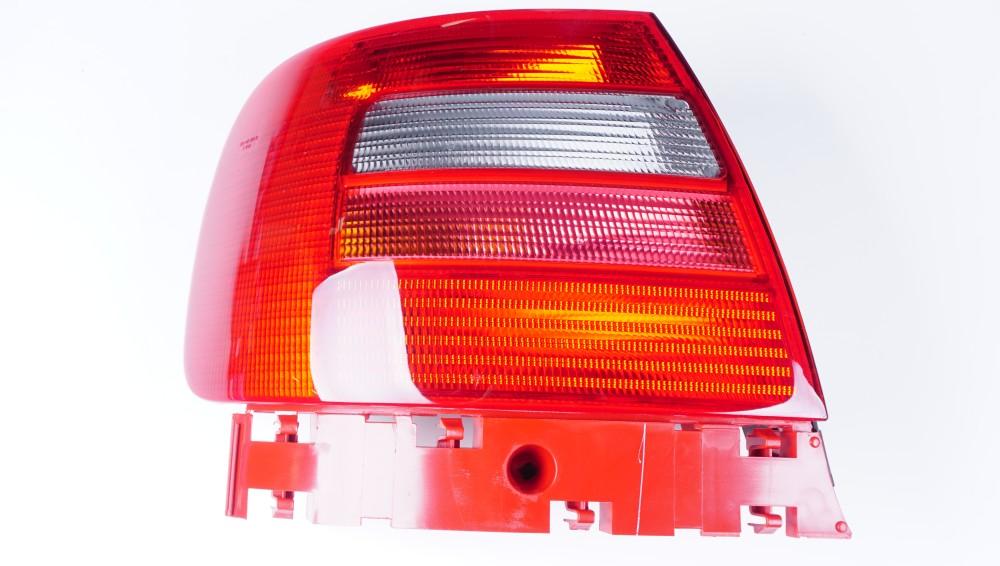 8D0 945 111 D Schlussleuchte mit Nebelschlussleuchte (links) für Audi A4